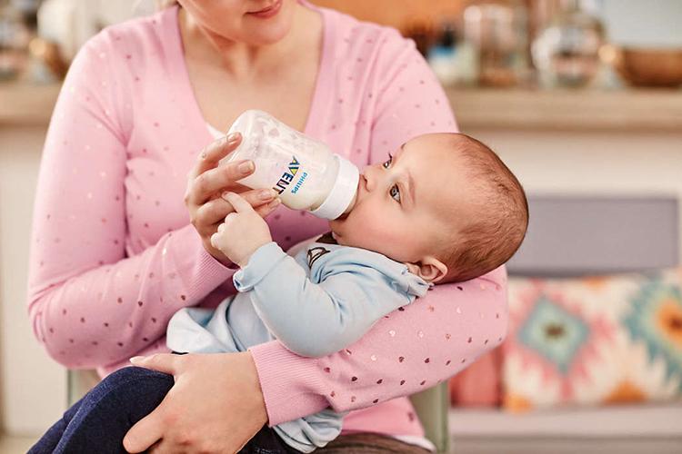 Bình sữa giảm đầy hơi Philips Avent SCF810/17 4oz- 125ml