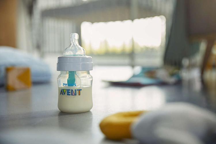 Bình sữa giảm đầy hơi với van giữ sữa AirFree Philips Avent SCF810/14 - 125ml